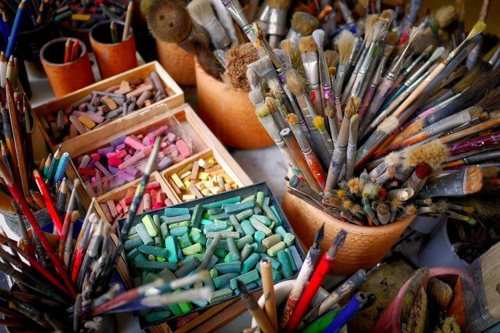 im Atelier Art Consultin Mese Support