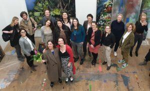 (c) Ania Holthausen - Agnieszka Mese, die Künstlerin Silke Albrecht und weitere Kunstliebhaberinnen bei der FrauenArt am 18.02.2020 im Atelier der Künstlerin